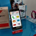 Exo renovó su FitBand y presentó un smartphone para adultos mayores