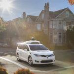 Chrysler y Google tienen una minivan híbrida autónoma