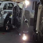 Uber suspendió las pruebas de autos sin conductor tras un accidente