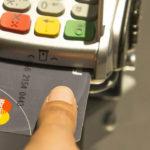 Adiós al PIN: Mastercard presentó una tarjeta con lector de huellas
