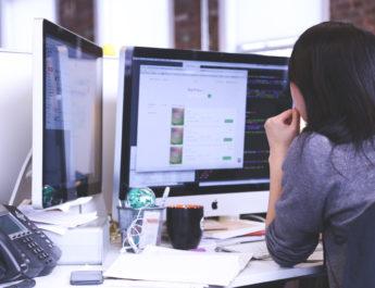 Mujer programadora