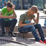 El 44% sería más feliz si usara menos el celular: ¿es posible encontrar un balance?