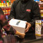Las compras online podrán retirarse en el bar, el quiosco, una pinturería o el gimnasio: cómo funciona Pickit