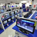 ¿Qué artículos electrónicos subieron más de precio por la devaluación? Las ventas se desploman, hay despidos y cierre de locales